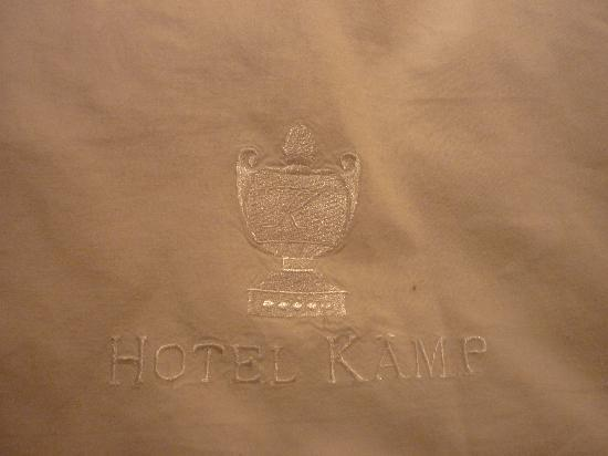 Hotel Kamp: Detail on bed