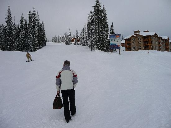 Sundance Resort at Big White Ski Resort : Sundance on the right, ski run on the left!