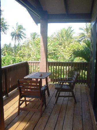 Titikaveka, Cook Islands: Front balcony -- coffee and brekkie with a view