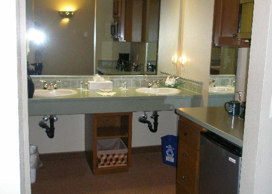 Overleaf Lodge & Spa: Vanity