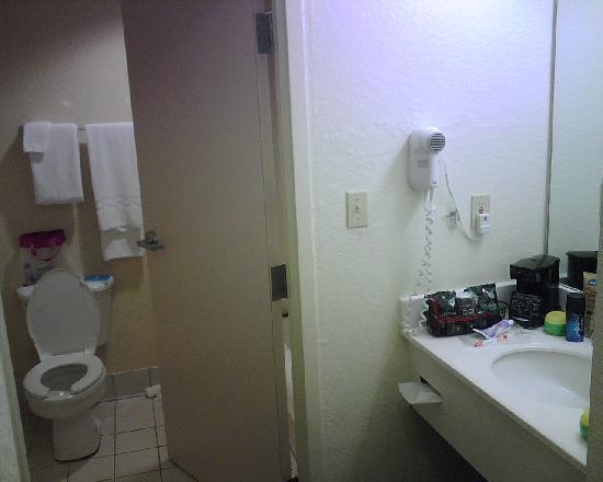 Fairfield Inn & Suites Fort Myers Cape Coral: Bathroom