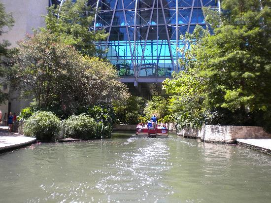 Mokara Hotel and Spa: River walk boat tours going under the mall