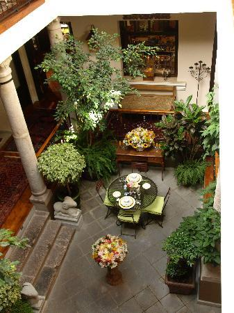 Villa Colonna Quito: looking down into the atrium