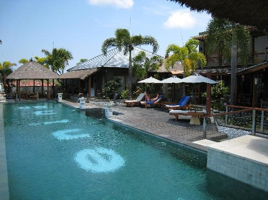 Villa Hening Boutique Hotel & Spa Jimbaran Bali: the swimming pool