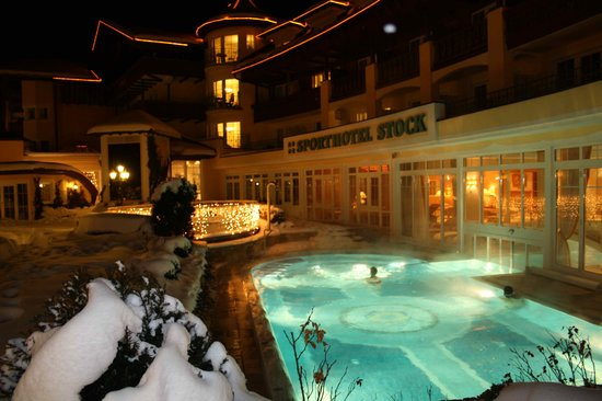 Stock Resort: piscine la nuit