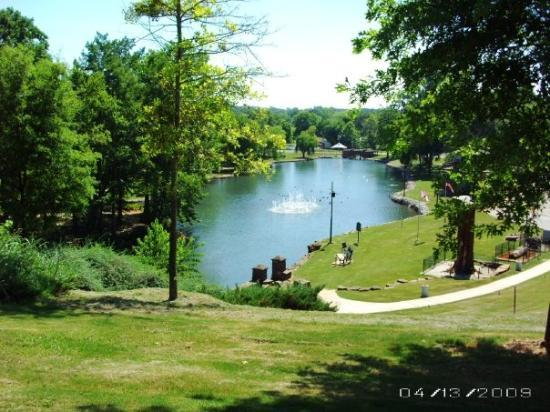 Florence, AL: Park in Florene, AL - dedicated to the original settlers and American Indians. They were getting