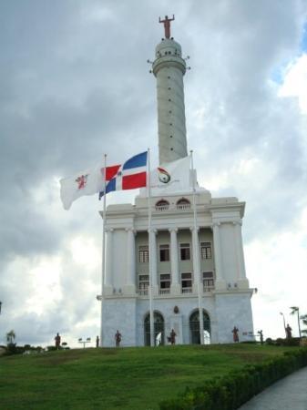 Santiago de los Caballeros, Dominican Republic: el monumento