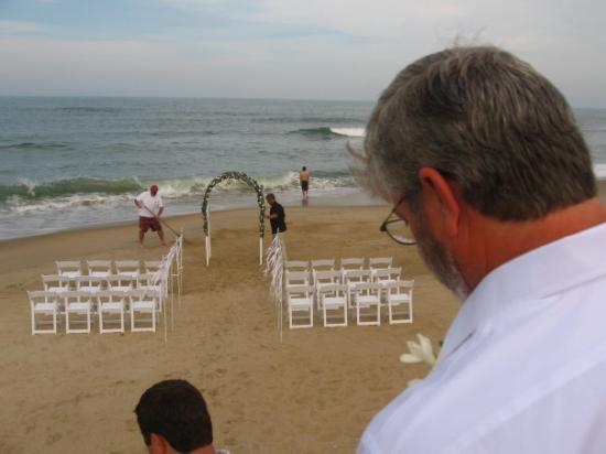 Kitty Hawk, NC: The wedding on the beach.