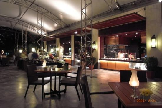 Mandarin Oriental, Bangkok: Buffet dinner costs me US$100