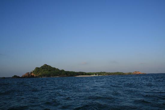 Trincomalee, Sri Lanka: Pigeon Island : vue Ouest arrivée des bâteaux