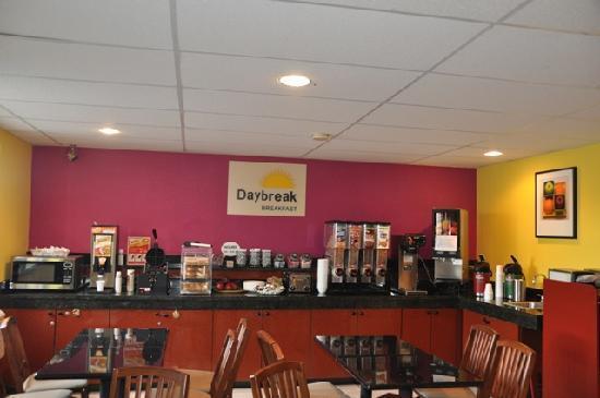 Days Inn Greenfield: Day Break breakfast