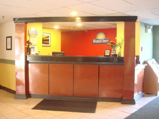 Days Inn Greenfield: Front Desk Area