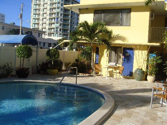 Granada Inn: swimming pool