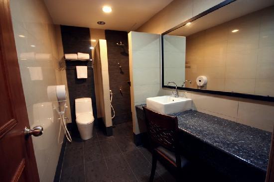Crystal lodge updated 2017 hotel reviews price for J bathroom kota bharu