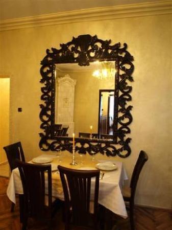 Vilo's Hotel: Vilo's Restaurnant mirror