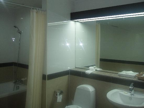 J-Town Serviced Apartments: Bathroom