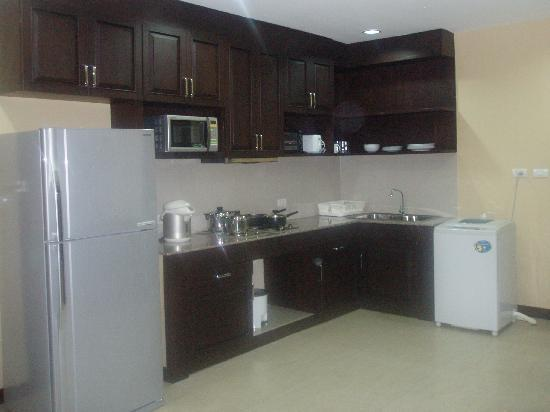 J-Town Serviced Apartments : Kitchen