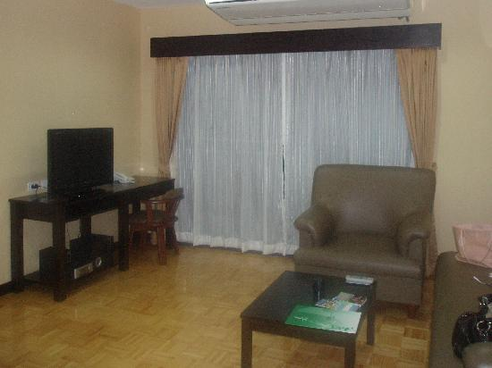 J-Town Serviced Apartments: Living room