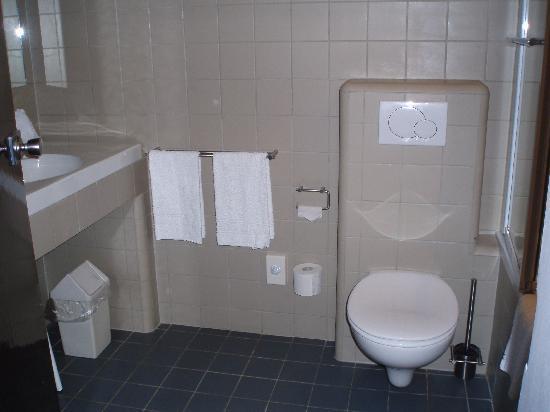Hotel Erasmus: baño