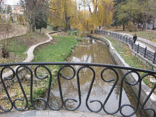 Salgirka City Park: tiny bridges over Salgir