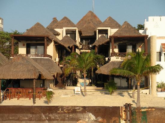 Hotel Mimi del Mar: A look from the beach at Mimi Del Mar