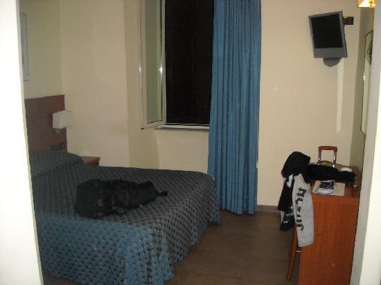 Hotel Felice: Vista general habitación desde la entrada