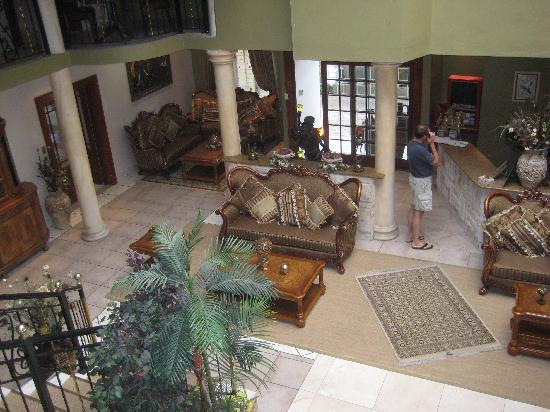 Misty Waves Boutique Hotel Hermanus: The Lobby