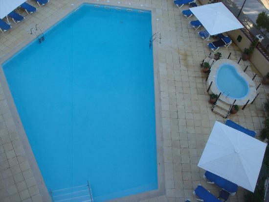 Hotel Aromar : Vistas desde habitación a piscina+jacuzzi