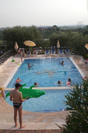 Immagini di col foto di vacanze a col lazise - Piscina g conti verona ...