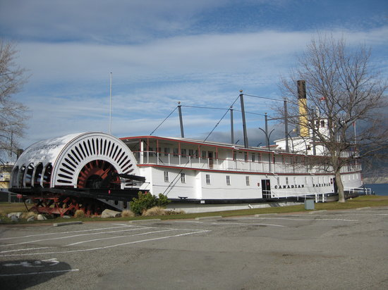 Salty's Beach House: S.S. Sicamous moored nearby