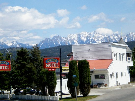Almo Court Motel: Front View