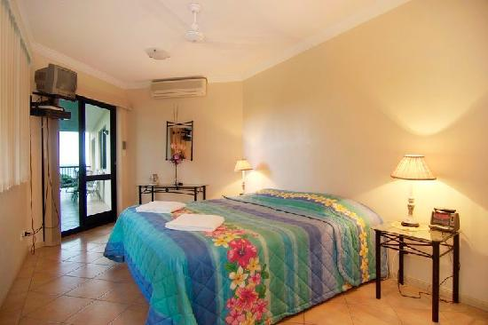 Mediterranean Beachfront Apartments Cairns: Master bedroom with balcony & ocean views