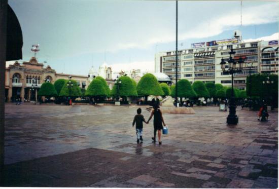 Leon Photo