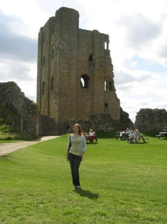 Скарборо, UK: Scarborough castle... or rather whatever's left of it.