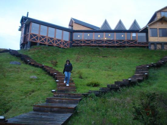 Weskar Patagonian Lodge: View of the hotel from the hot tubs