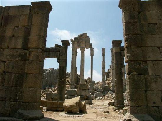 Kfardebian, Liban: les Ruines