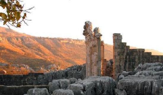 kfardebian une ville à visiter