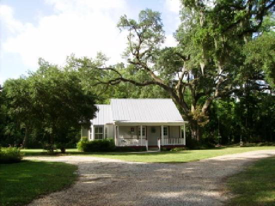 Attractive Country Charm Bed And Breakfast: Breaux Bridge ~ Bed And Breakfast ~ Lake  Side