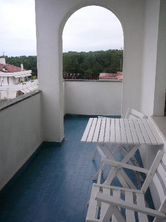 Grand Hotel Don Juan: Balcón de la habitación