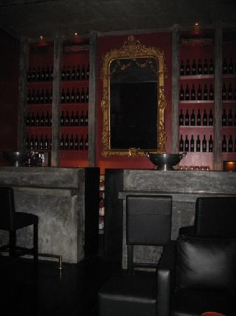 Paradise Road Tintagel Colombo: The Red Bar.... no liquor
