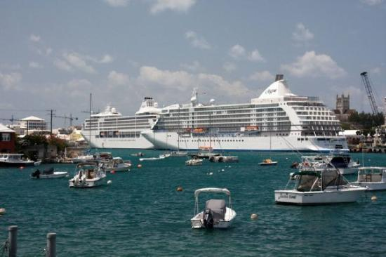 Χάμιλτον, Βερμούδα: Cruise ships in Hamilton Harbour