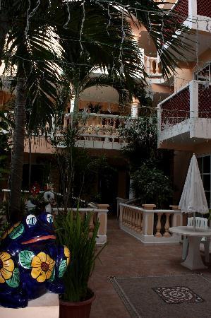 Francis Arlene Hotel: Ground floor, Xmas lights