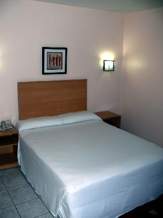 Arusha Crown Hotel: bedroom