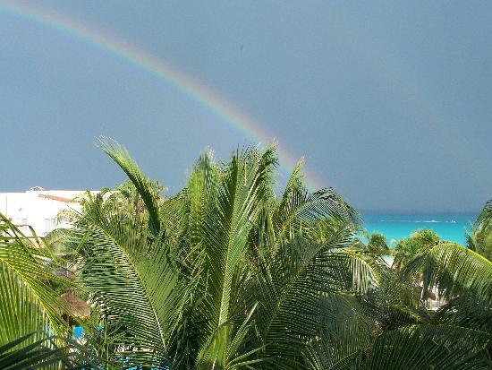 Viva Wyndham Azteca : Vue de notre balcon après la pluie.