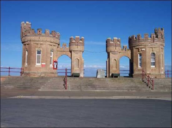 Patrington Haven Holiday Caravan Park : The pier towers at withernsea