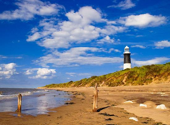 Patrington Haven Holiday Caravan Park : Lighthouse at Spurn Point nature reserve