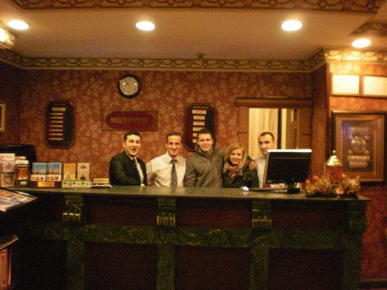 Hotel Sapphire: Reception