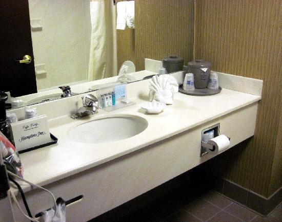 Hampton Inn - Groton: clean well stocked bathroom