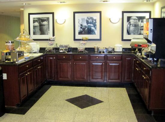 Hampton Inn - Groton: hot breakfast