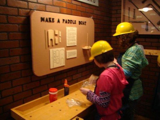 Sandusky Maritime Museum: Make a paddle boat